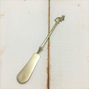 サヌ・バイさんの洋銀カトラリー・うさぎのバターナイフ